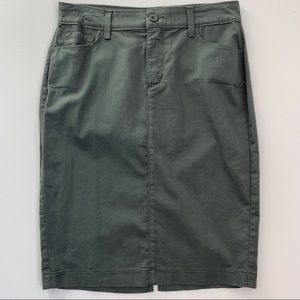NYDJ 6 chino skirt green pockets cotton
